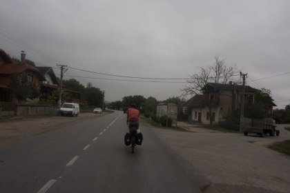 Dreary cycling on our way to the mountains