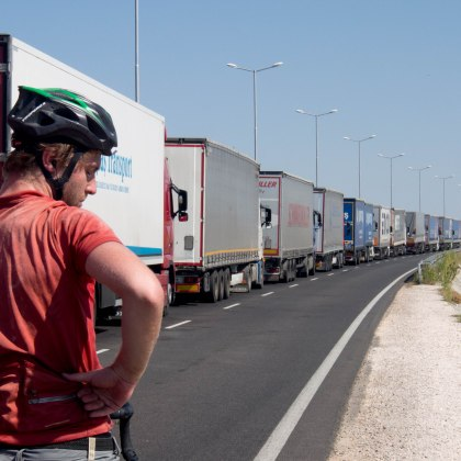 The huge line of lorries waiting at customs did not impress Hugo
