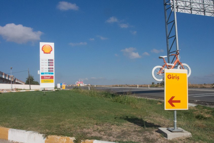 The shell station that hosts bicycle tourists