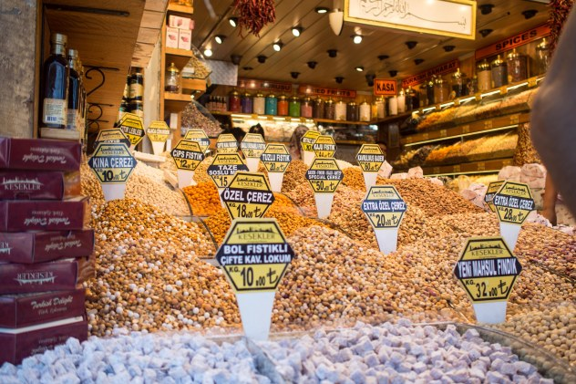 Nut bazaar, actually this is still the spice bazaar. There i no nut bazaar.