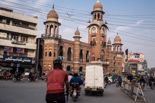 Old colonial building, Mughal mosques and Indian extravagance make for an interest mix in Pakistan