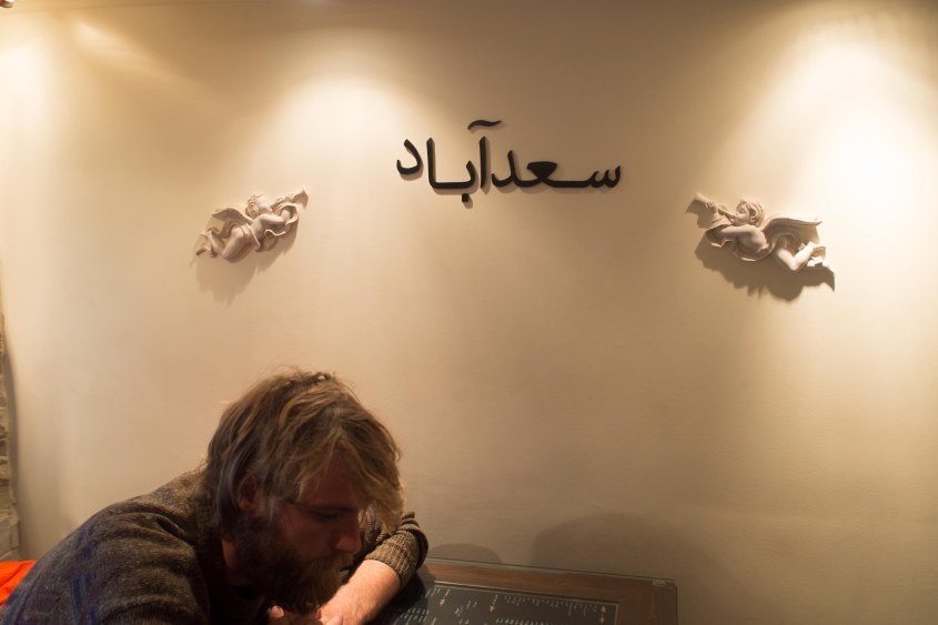 There are no pubs in Tehran so everyone hangs out in coffee shops .