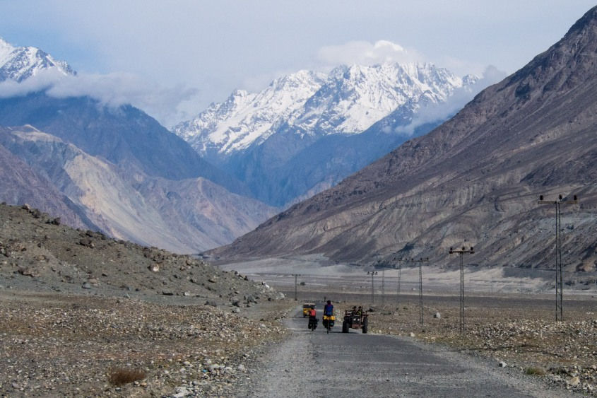 Leaving Gilgit we took the quiet road to avaoid police checkpost and aquiring an escort