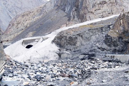That's an entrance to a tunnel nearly completely covered by an avalanche.