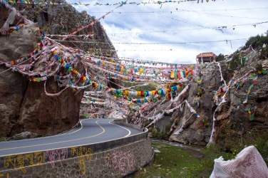 New chinese roads, ancient prayer flags