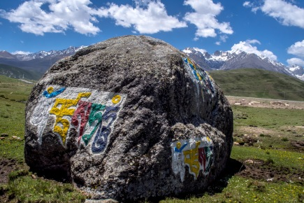 There aren't any rocks in Qinghai but getting into Sichuan we began to see mantras carved everywhere